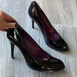 Stuart Weitzman rounded toe heels patent leather